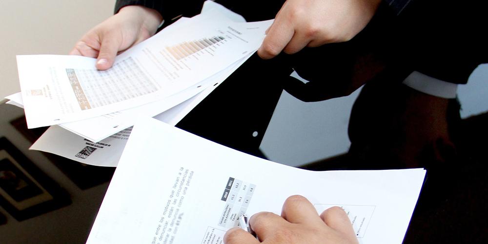 F2_1000X500_business-charts-data-document-2590061000×500