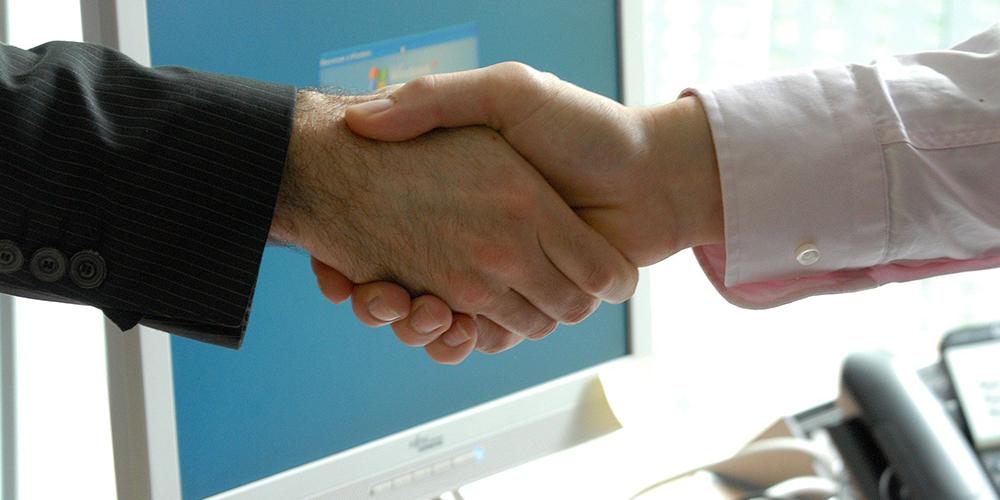 F2_1000X500_handshake-440959_19201000x500